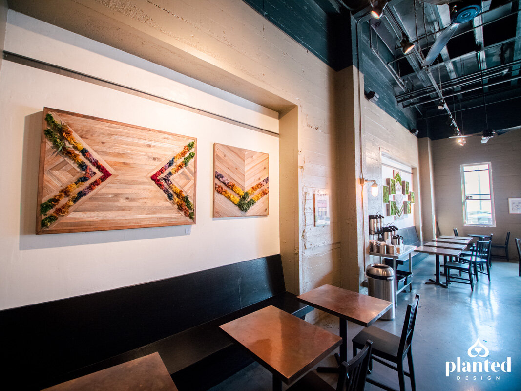PlantedDesign_MossWalll_RubysCafe_Emeryville_California_Restaurant-12.jpg
