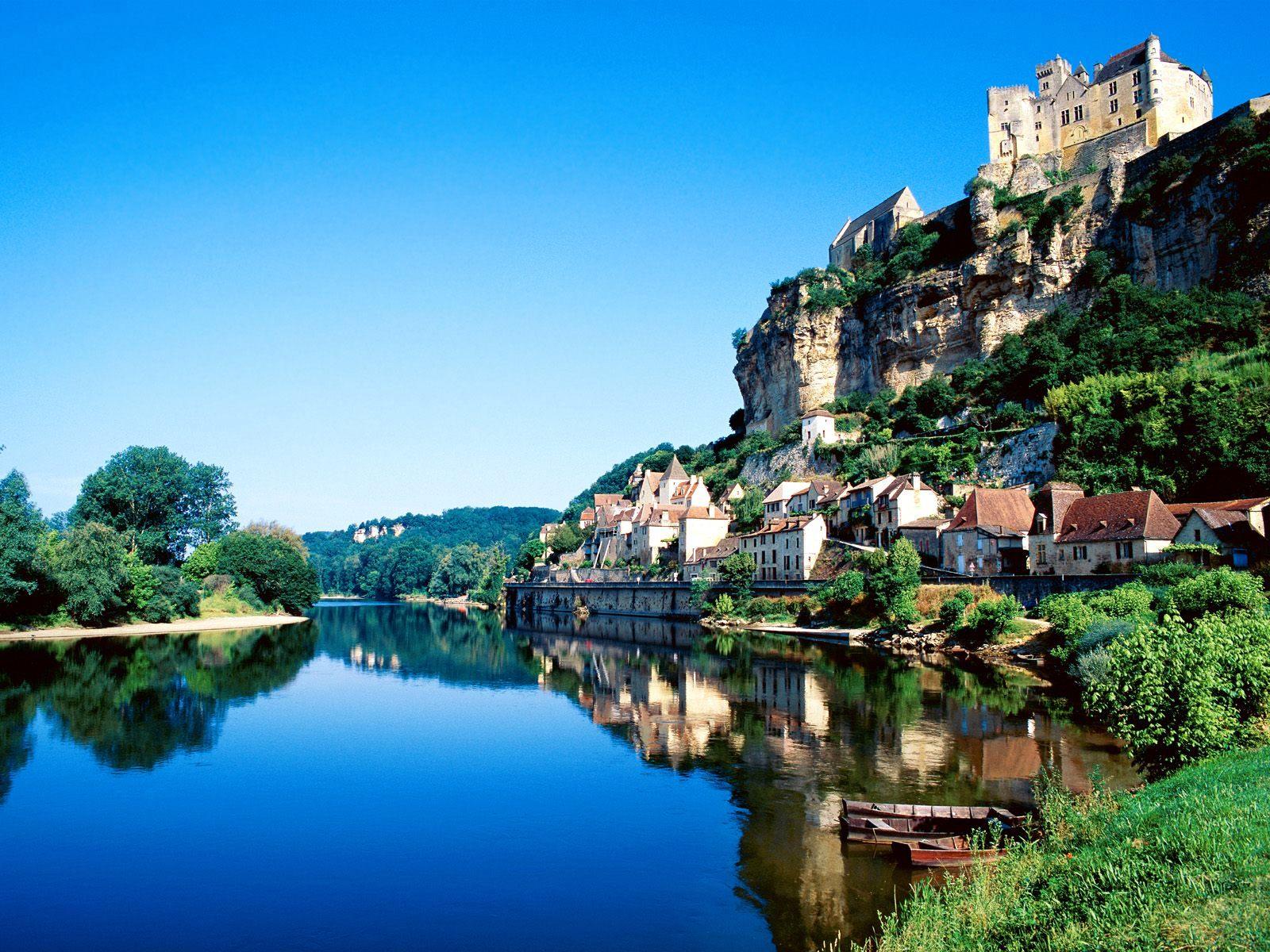 beynac, dordogne river, france.jpg