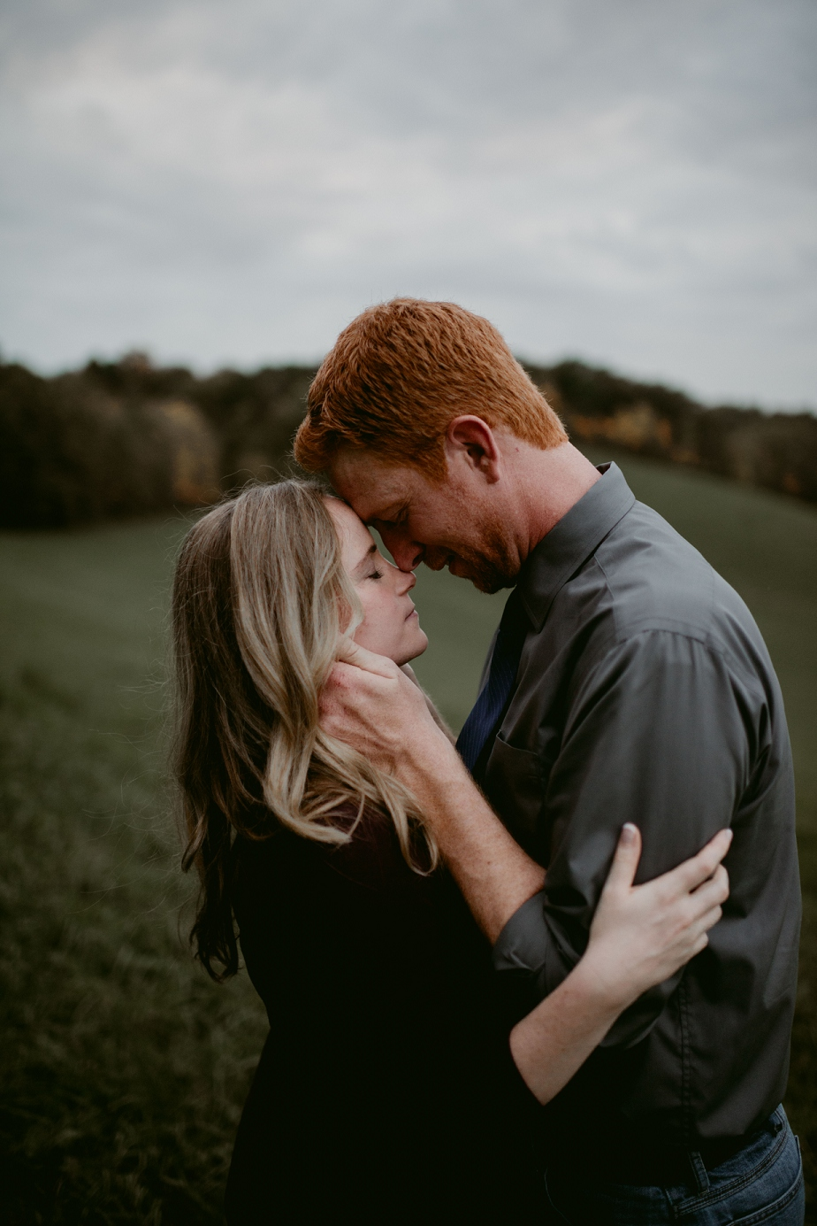 Ohio-Autumn-Engagement-Session_MJPHOTO-107.jpg