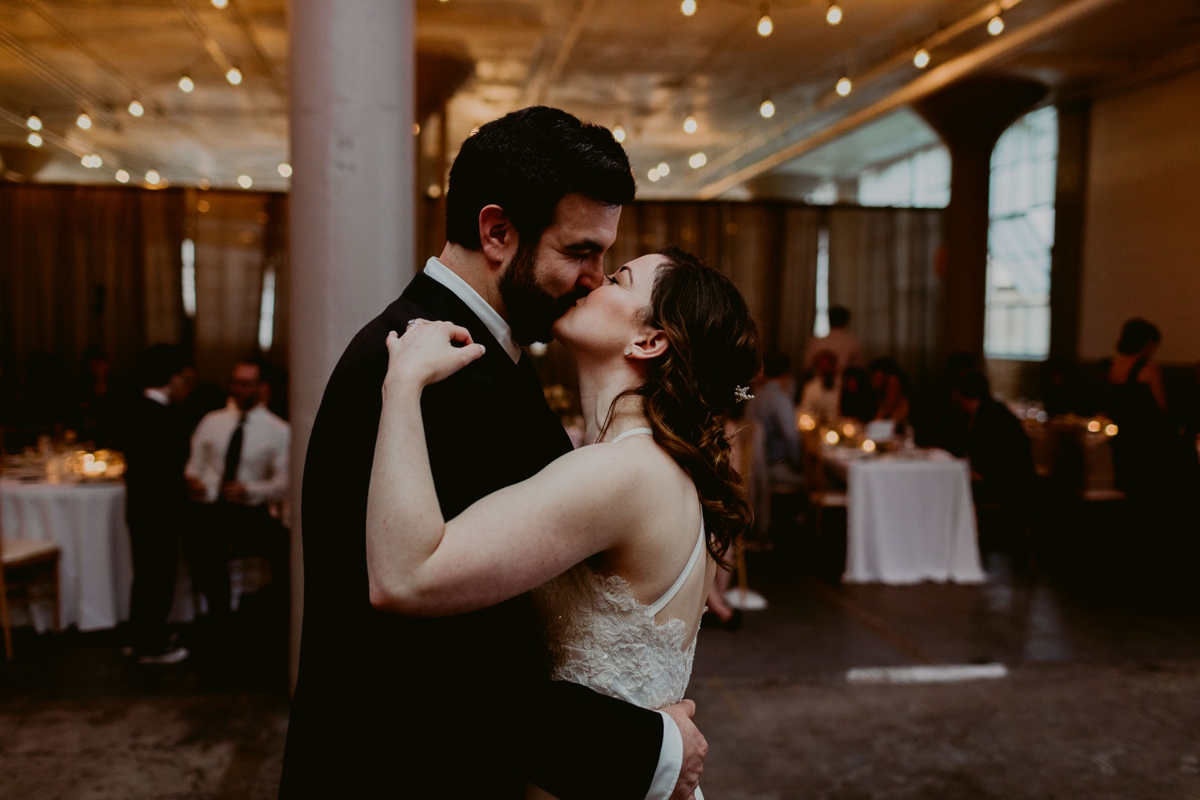 Rachel+Michael_Lake-Erie-Building-Cleveland-Wedding_M+J-Photographers-26.jpg