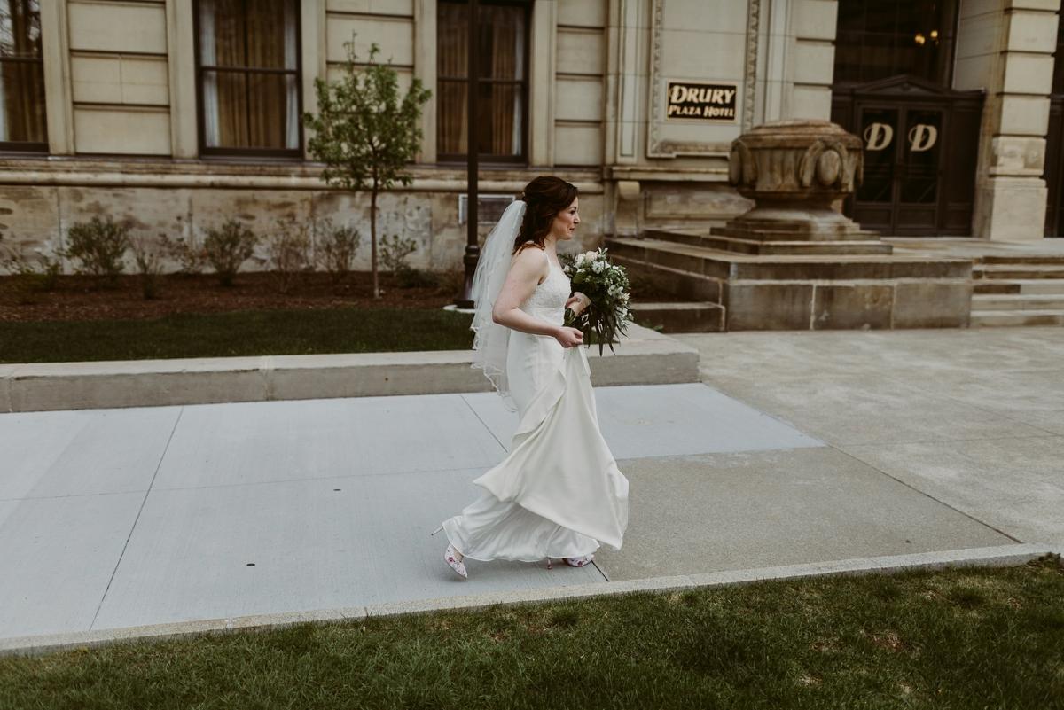 Rachel+Michael_Lake-Erie-Building-Cleveland-Wedding_M+J-Photographers-69.jpg