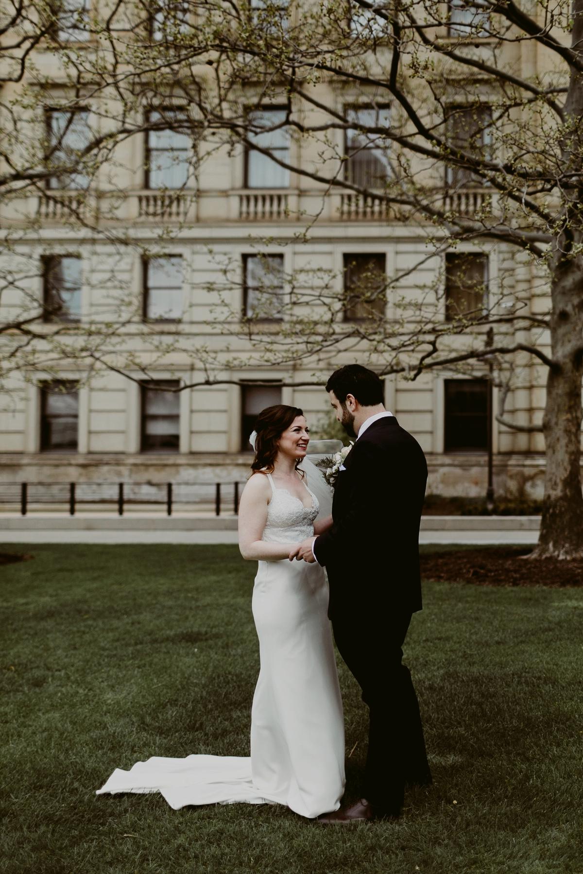Rachel+Michael_Lake-Erie-Building-Cleveland-Wedding_M+J-Photographers-76.jpg