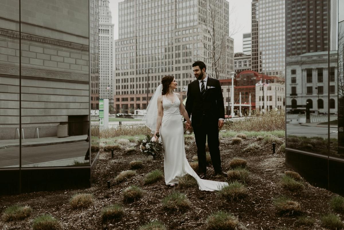 Rachel+Michael_Lake-Erie-Building-Cleveland-Wedding_M+J-Photographers-126.jpg