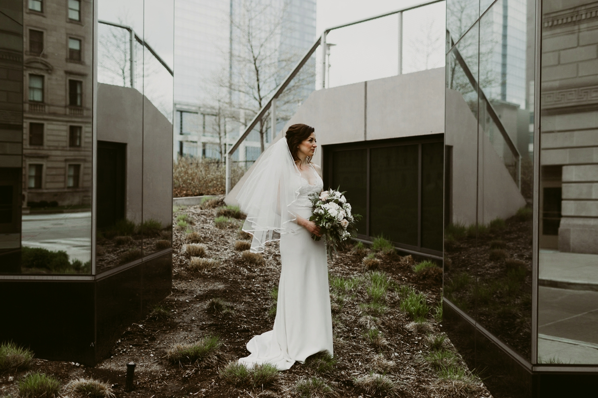 Rachel+Michael_Lake-Erie-Building-Cleveland-Wedding_M+J-Photographers-137.jpg