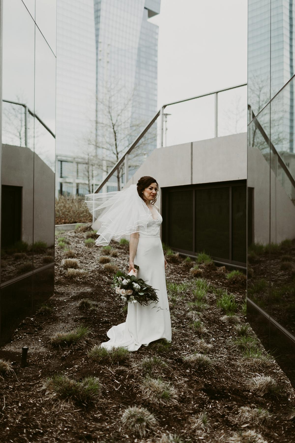 Rachel+Michael_Lake-Erie-Building-Cleveland-Wedding_M+J-Photographers-138.jpg
