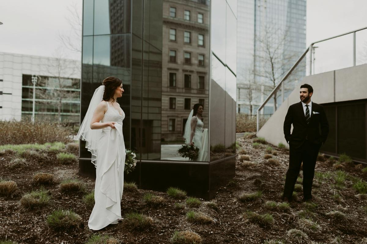 Rachel+Michael_Lake-Erie-Building-Cleveland-Wedding_M+J-Photographers-144.jpg