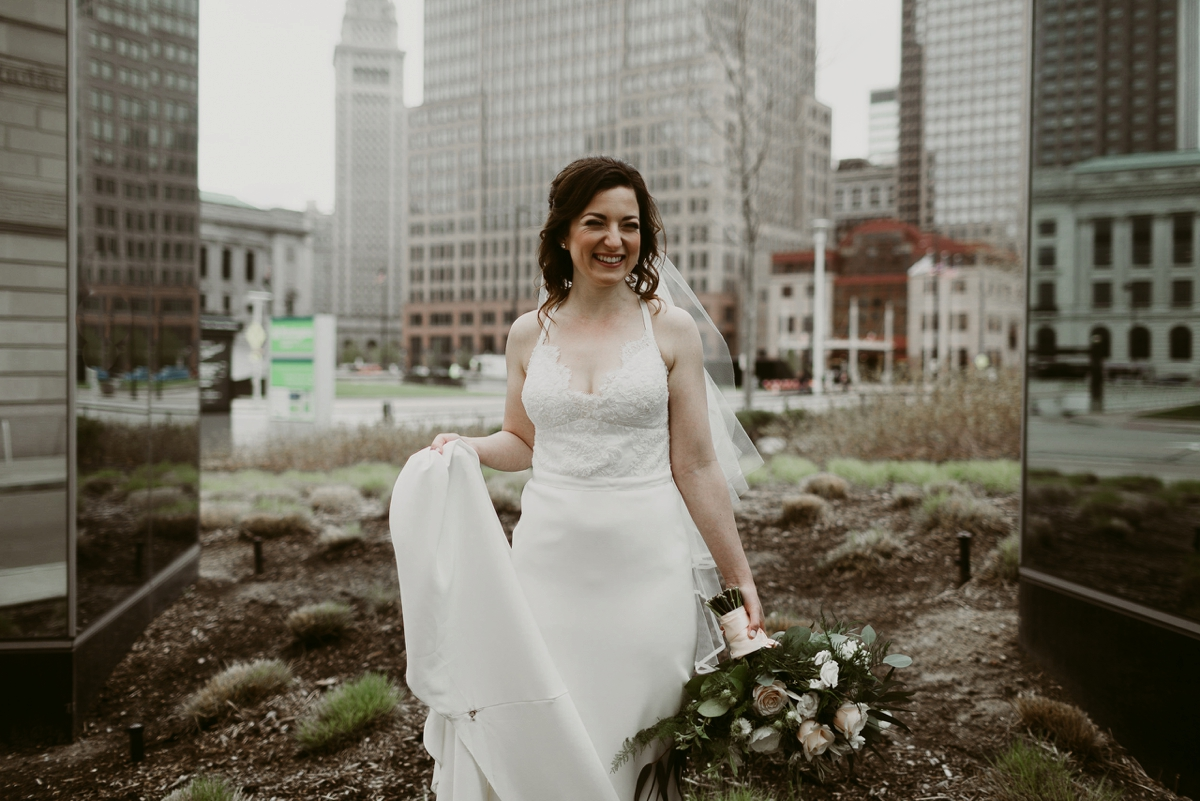 Rachel+Michael_Lake-Erie-Building-Cleveland-Wedding_M+J-Photographers-148.jpg