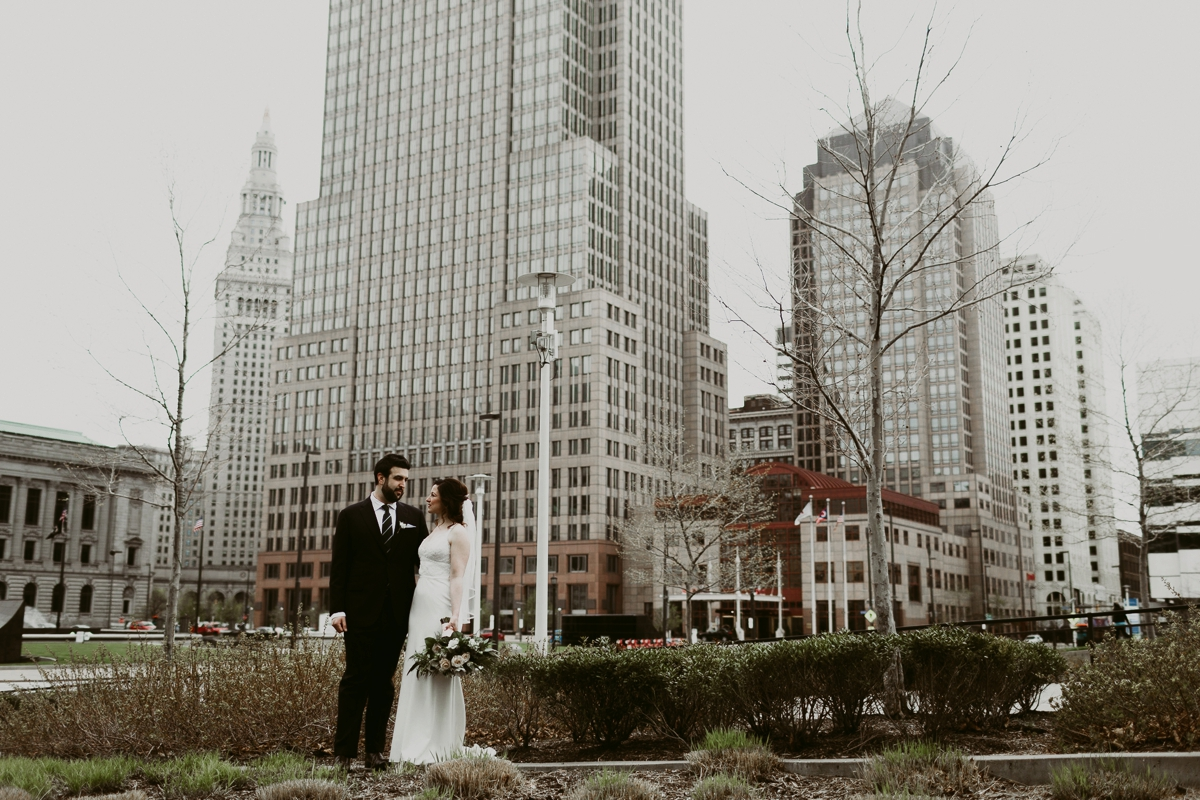 Rachel+Michael_Lake-Erie-Building-Cleveland-Wedding_M+J-Photographers-153.jpg