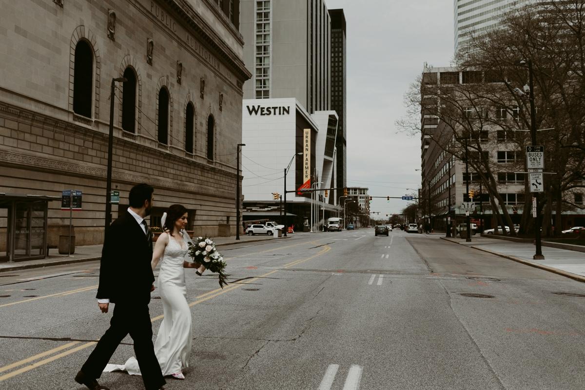 Rachel+Michael_Lake-Erie-Building-Cleveland-Wedding_M+J-Photographers-159.jpg