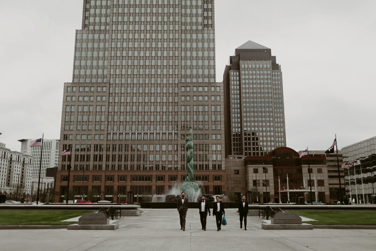 Rachel+Michael_Lake-Erie-Building-Cleveland-Wedding_M+J-Photographers-161.jpg