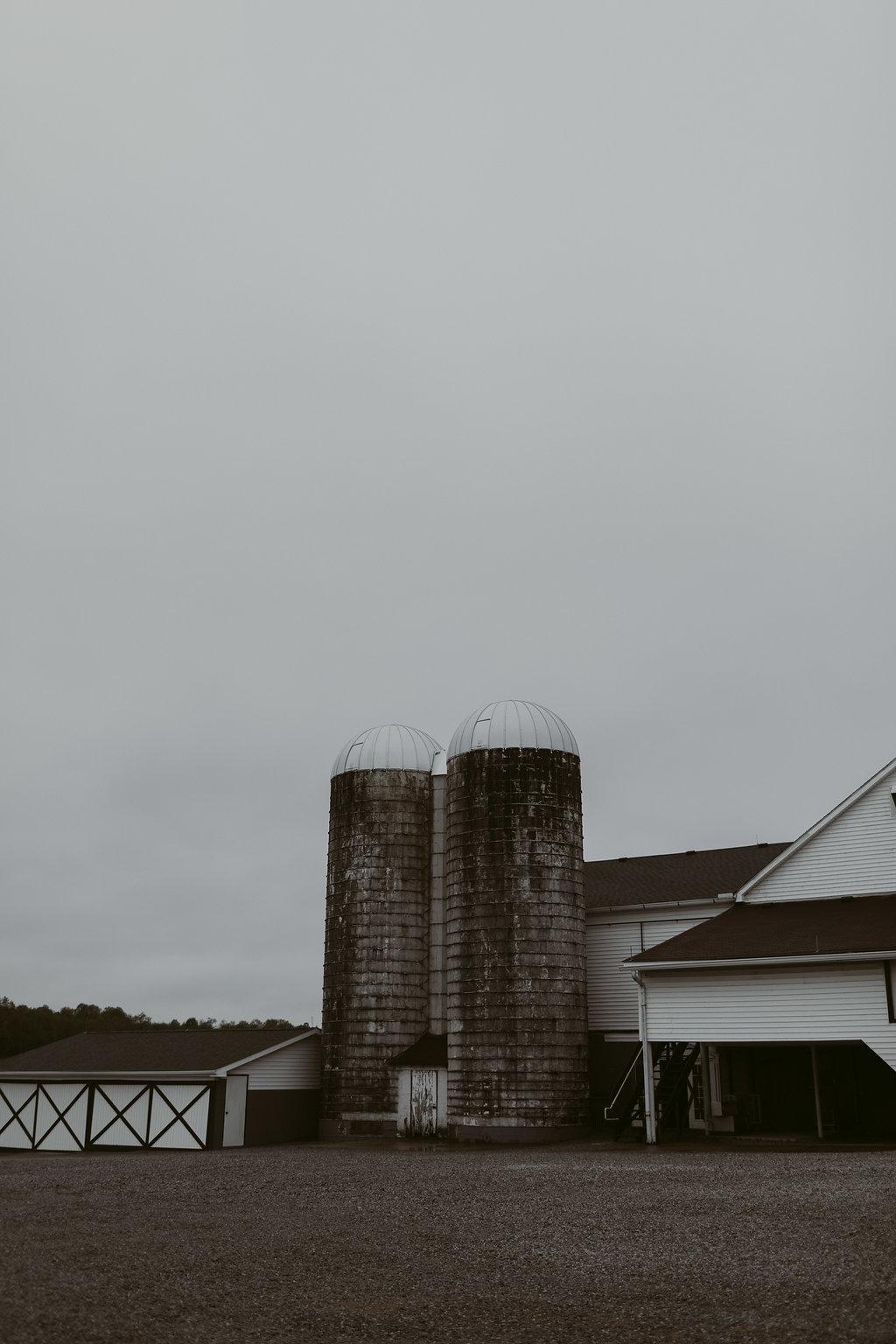 Mandy&Wade-Ohio-Barn-Wedding_MJPHOTO-13.jpg