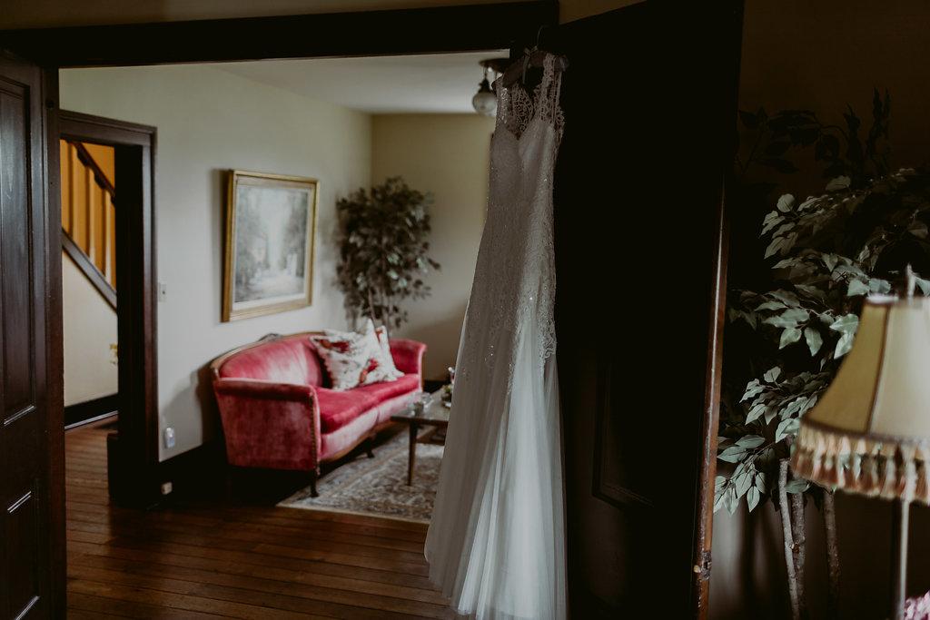 Mandy&Wade-Ohio-Barn-Wedding_MJPHOTO-52.jpg