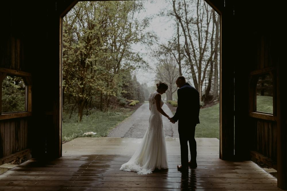 Mandy&Wade-Ohio-Barn-Wedding_MJPHOTO-121.jpg