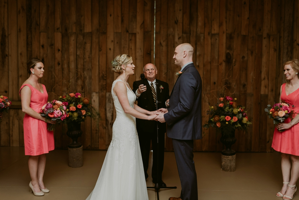 Mandy&Wade-Ohio-Barn-Wedding_MJPHOTO-620.jpg