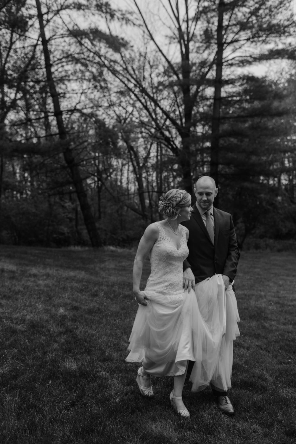 Mandy&Wade-Ohio-Barn-Wedding_MJPHOTO-204.jpg