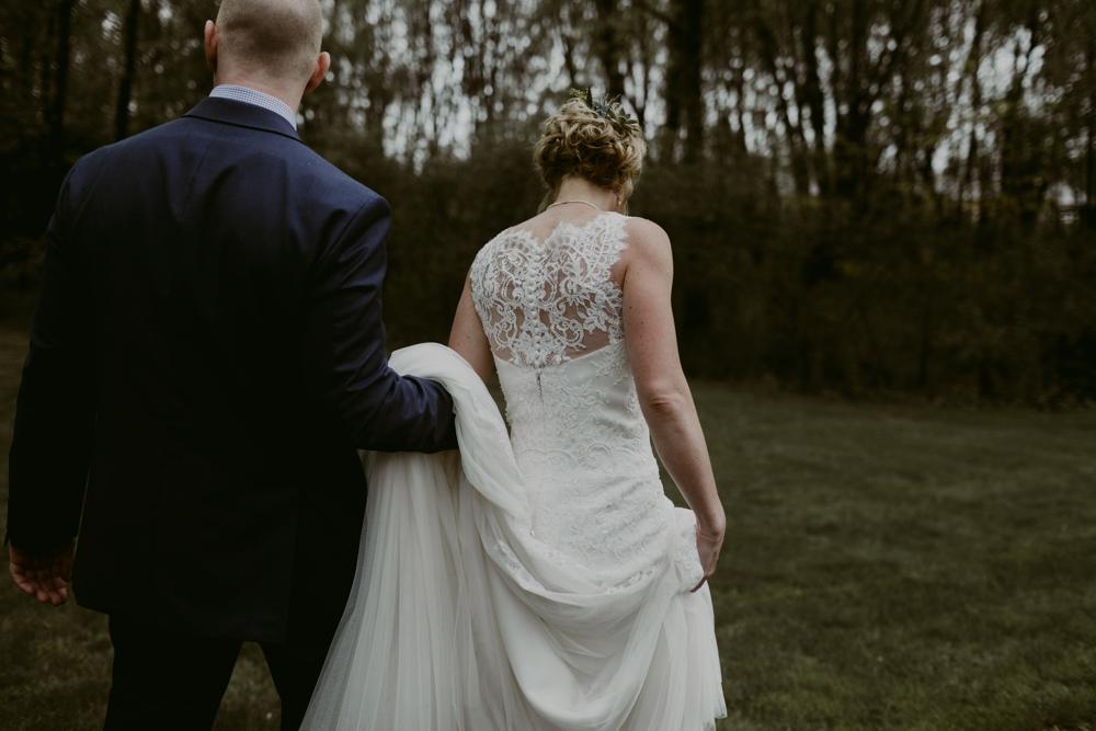 Mandy&Wade-Ohio-Barn-Wedding_MJPHOTO-205.jpg