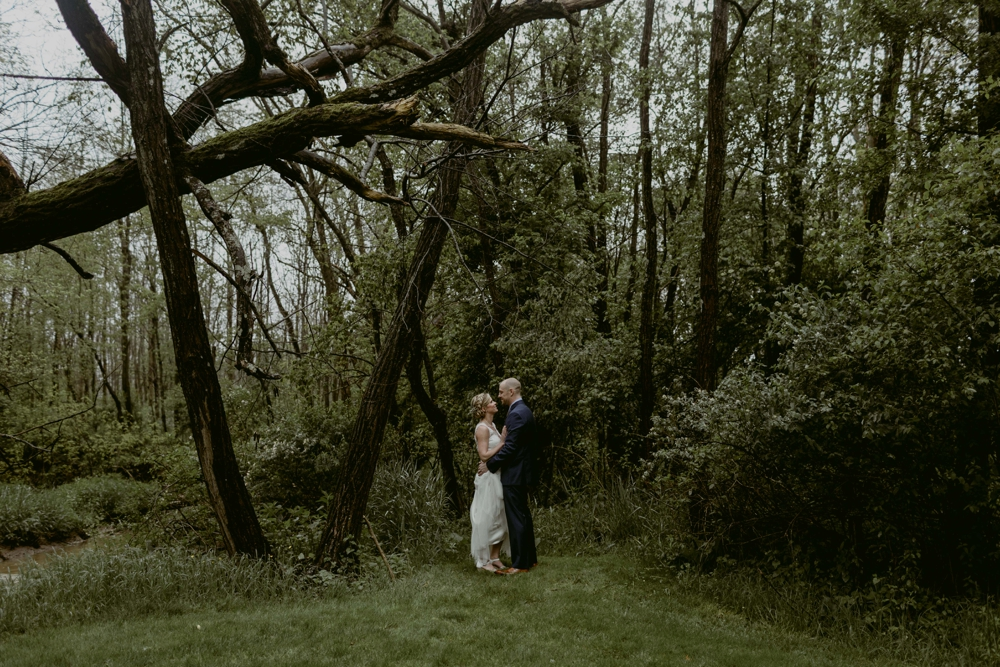 Mandy&Wade-Ohio-Barn-Wedding_MJPHOTO-215.jpg