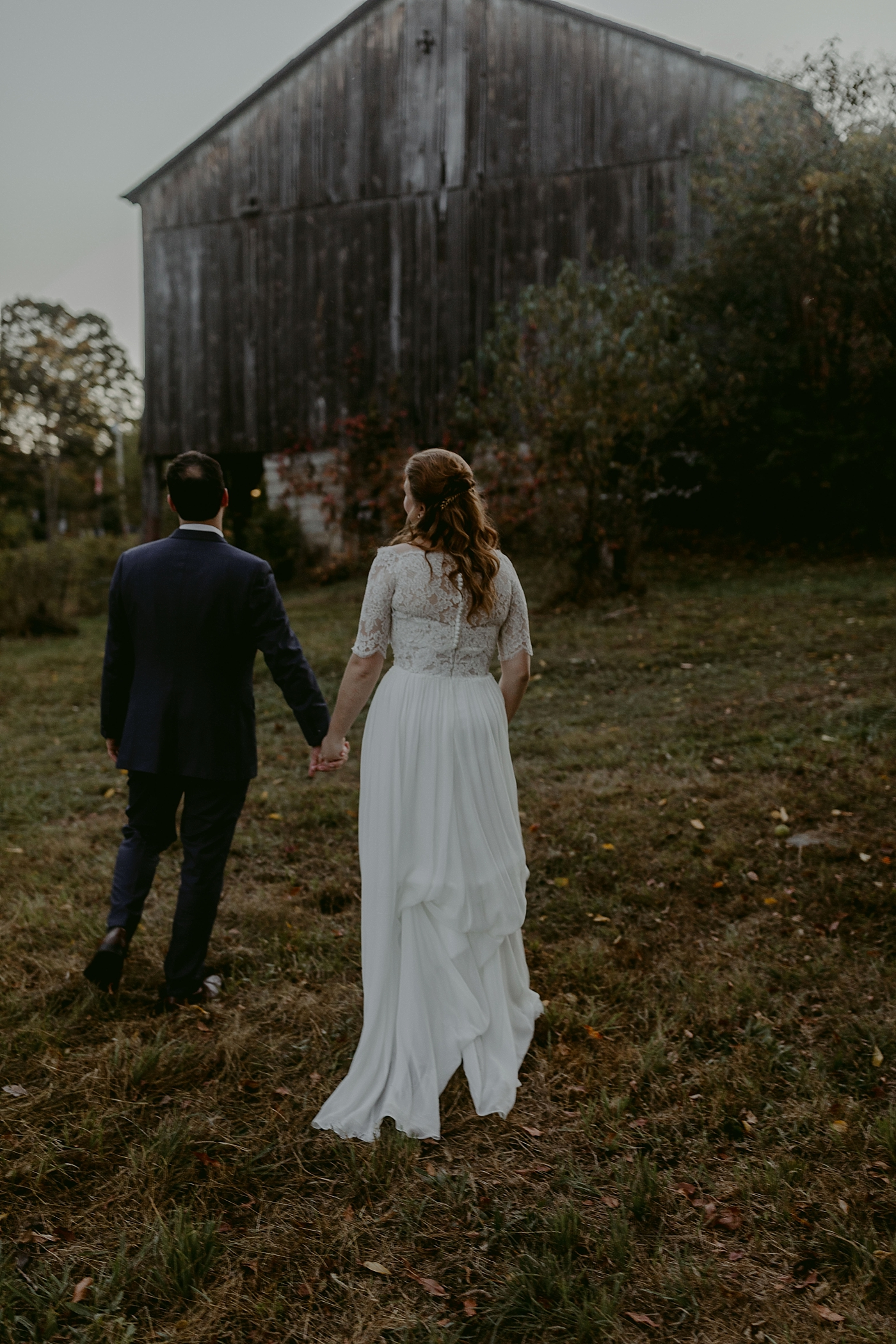 October-Backyard-Wedding_Rachel+Brian_MJPHOTO-1121.jpg