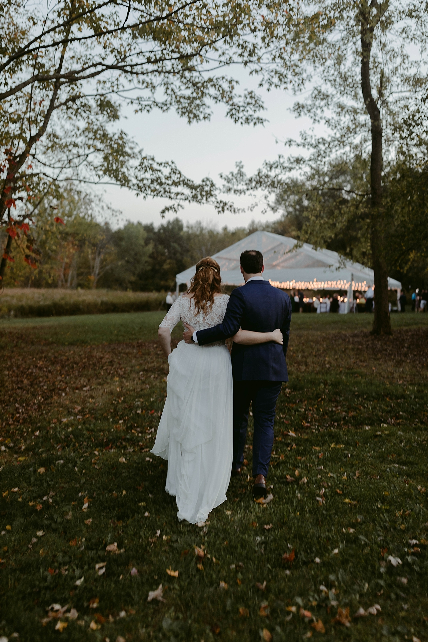 October-Backyard-Wedding_Rachel+Brian_MJPHOTO-1140.jpg