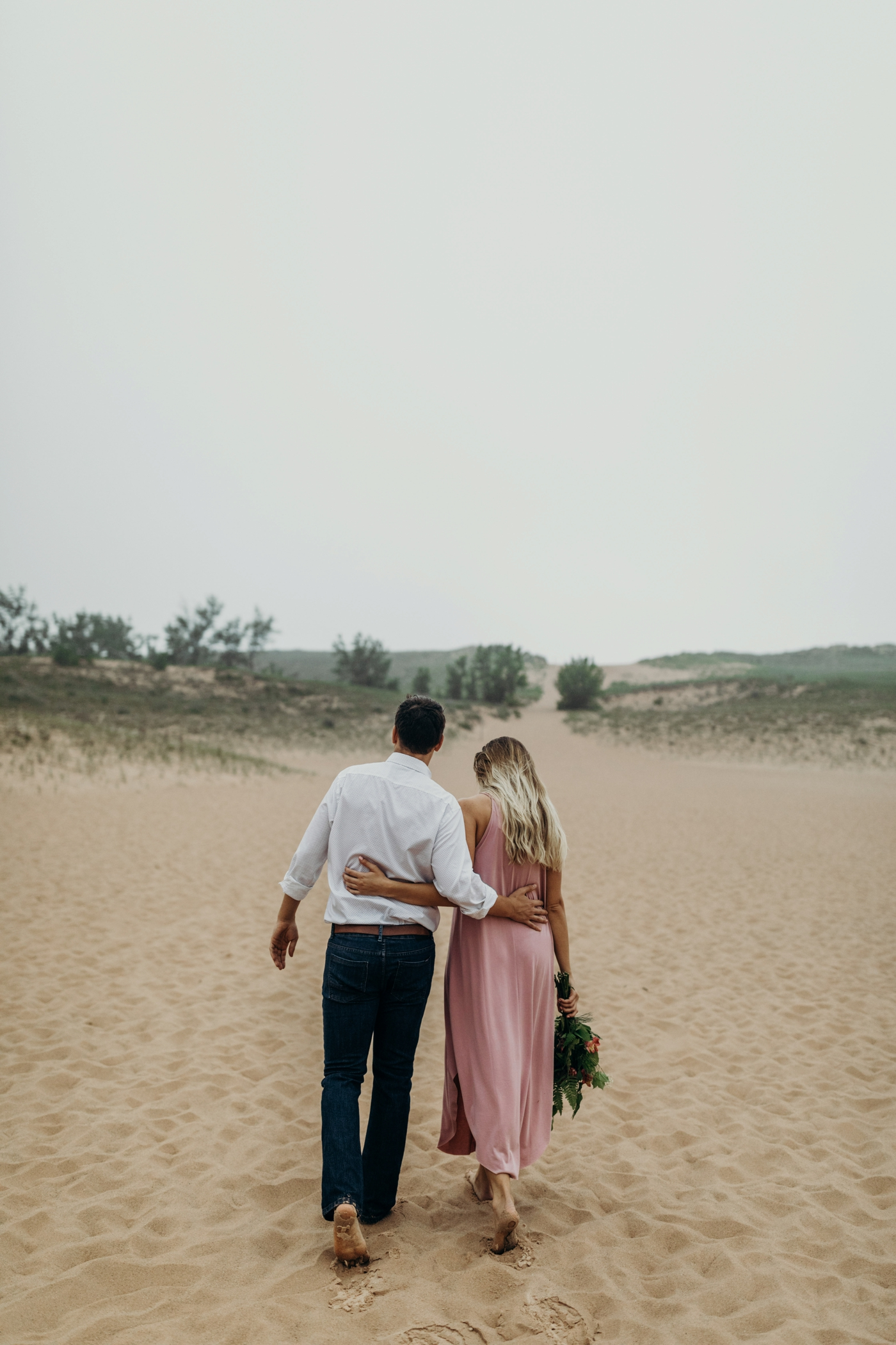 Sleeping_Bear_Dunes_Couples_Adventure_Session_Adventure_Wedding_Photographer_Hiking_with_Heels_Brett+Emily-11.jpg