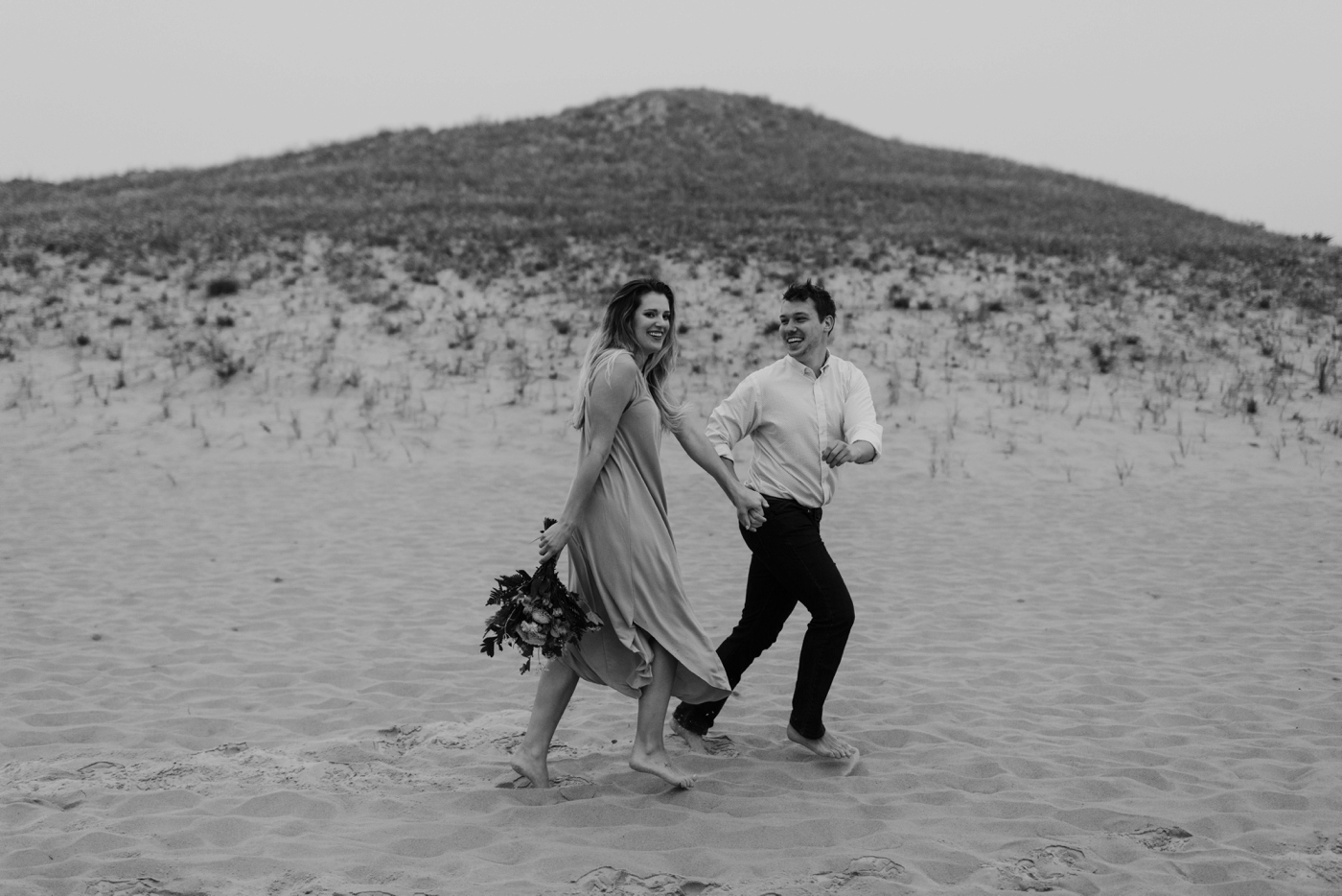 Sleeping_Bear_Dunes_Couples_Adventure_Session_Adventure_Wedding_Photographer_Hiking_with_Heels_Brett+Emily-16.jpg