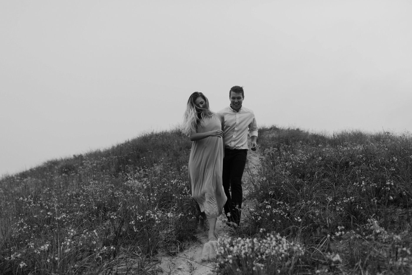Sleeping_Bear_Dunes_Couples_Adventure_Session_Adventure_Wedding_Photographer_Hiking_with_Heels_Brett+Emily-35.jpg