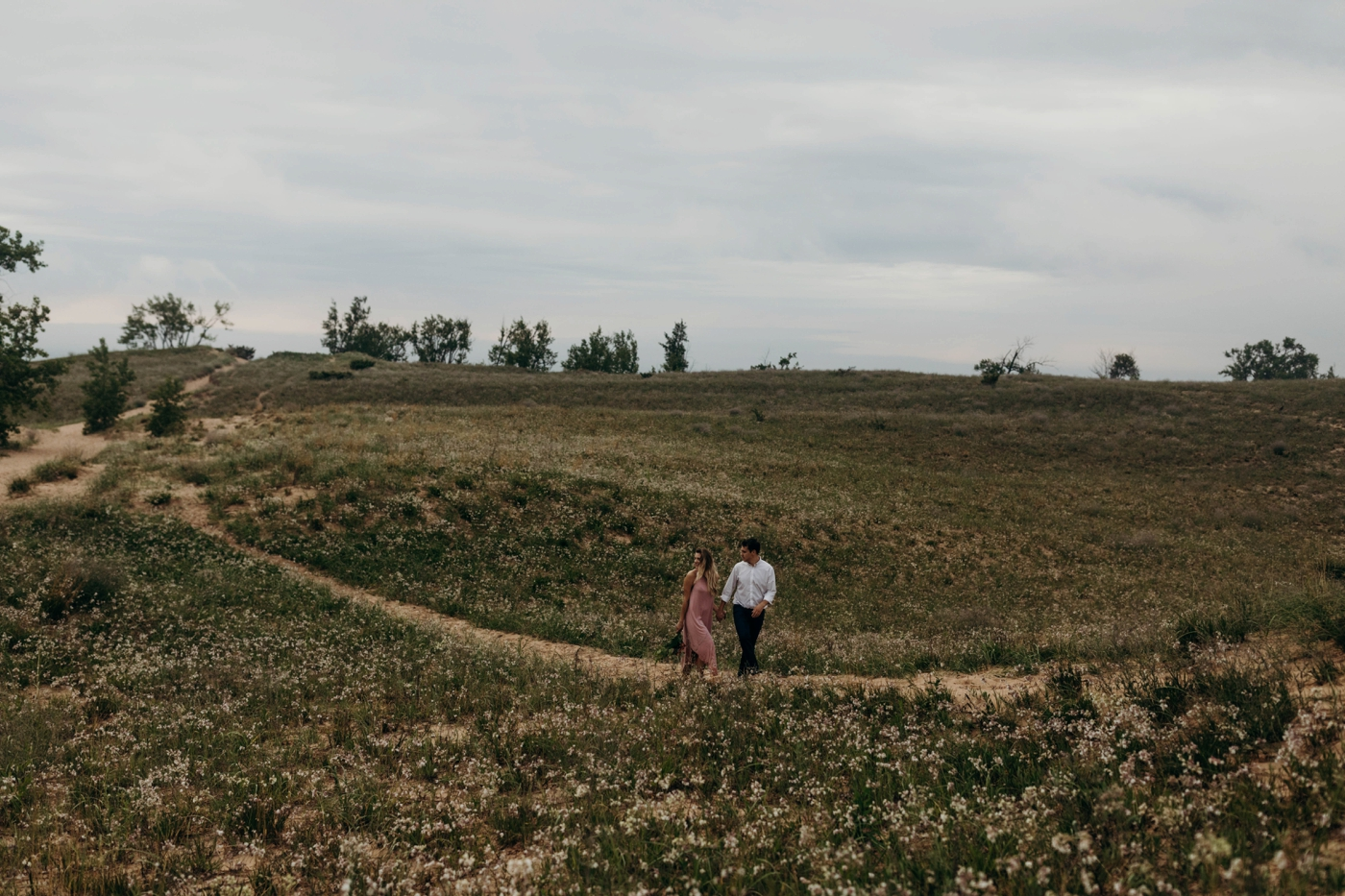 Sleeping_Bear_Dunes_Couples_Adventure_Session_Adventure_Wedding_Photographer_Hiking_with_Heels_Brett+Emily-43.jpg