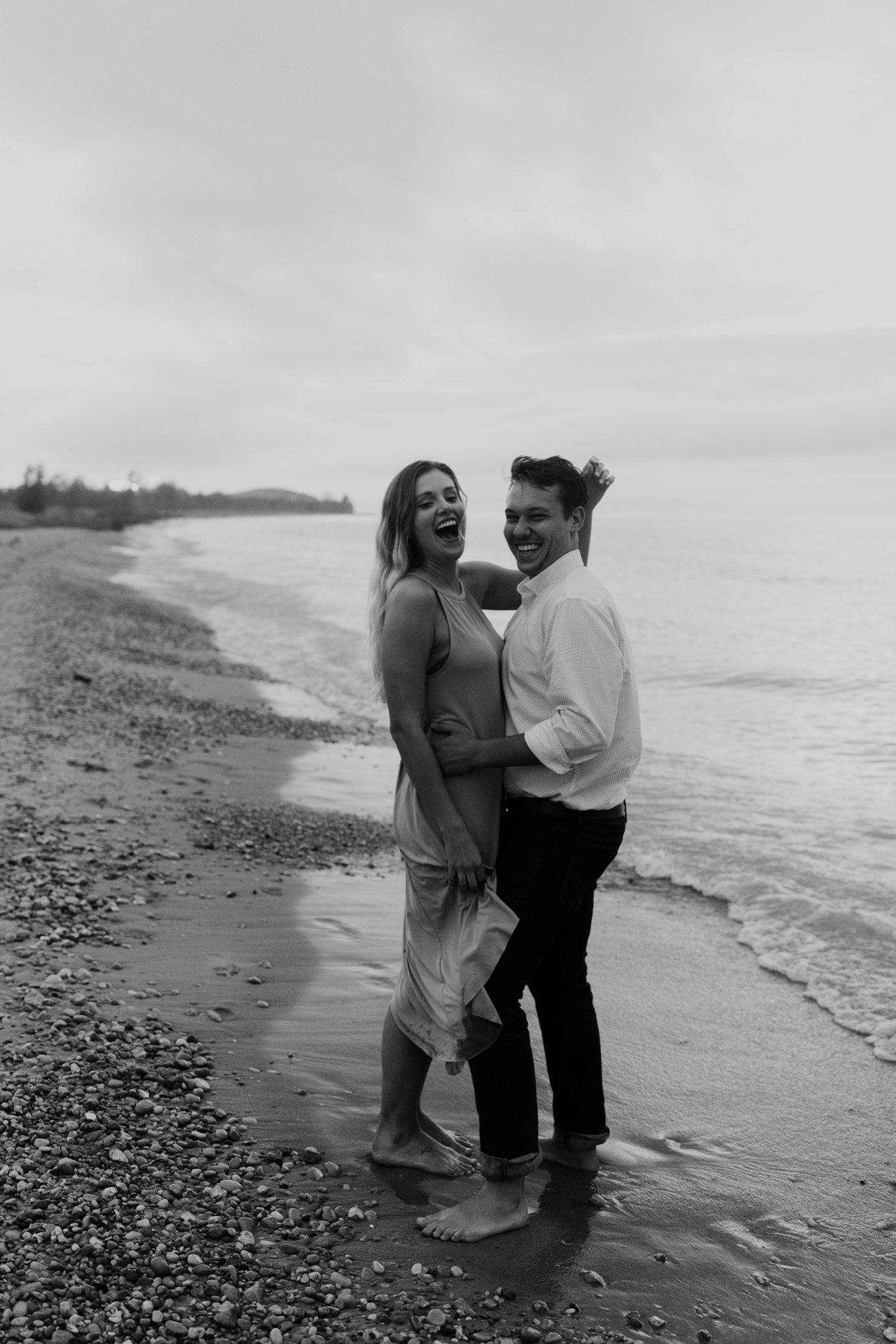 Sleeping_Bear_Dunes_Couples_Adventure_Session_Adventure_Wedding_Photographer_Hiking_with_Heels_Brett+Emily-70.jpg