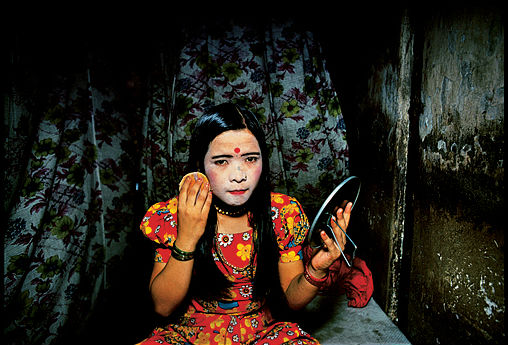 The girls use powder to lighten their skin- light skin to them is more beautiful. Falkland Road, Bombay, India, 1978.  Photography by Mary Ellen Mark