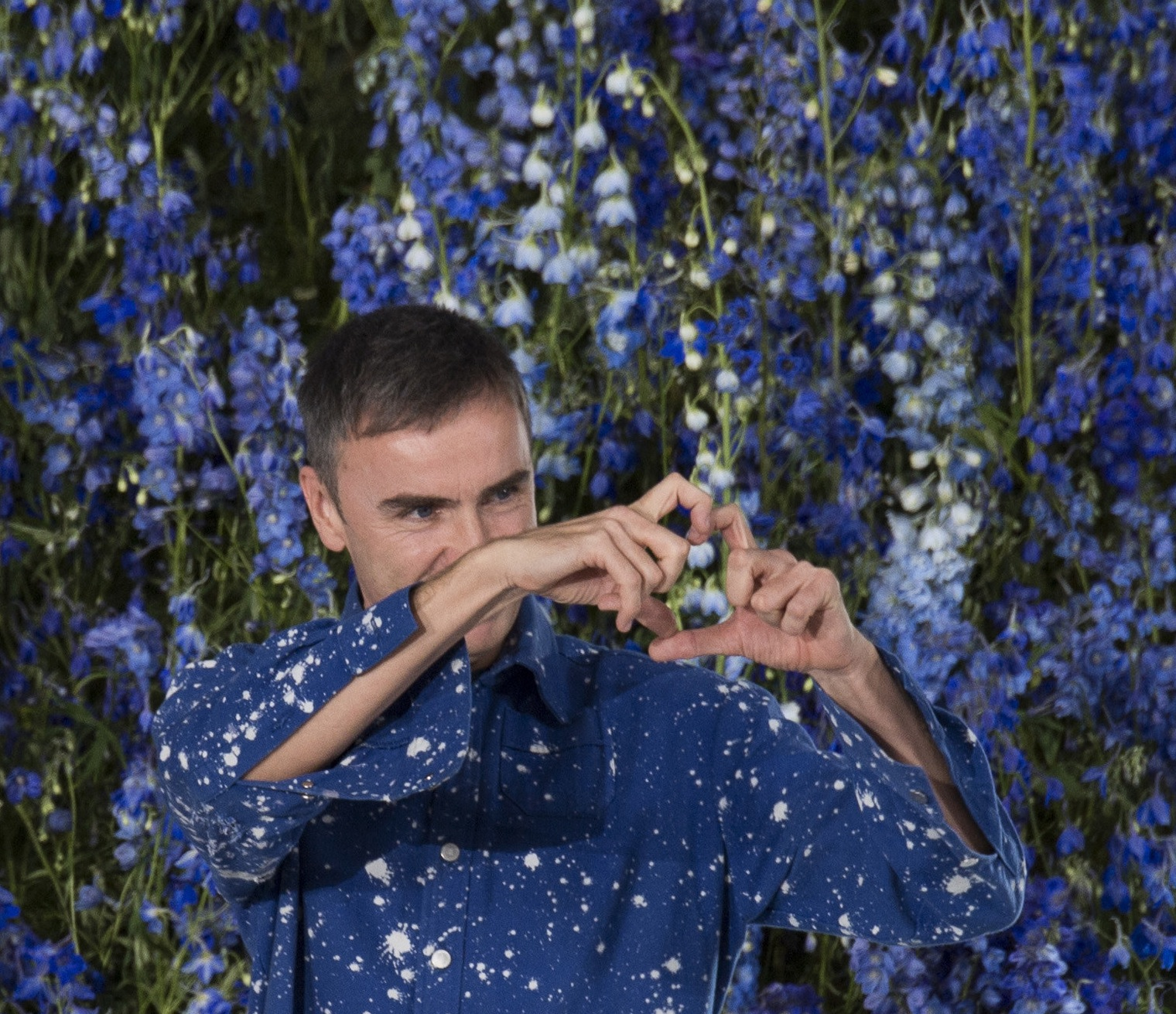 Raf Simons' final bow at Christian Dior SS'16 Show. Photo by Vogue Runway