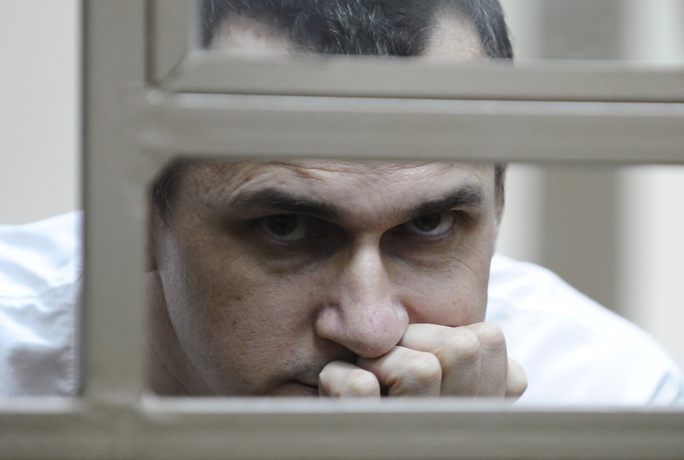 Oleg Sentsov inside a defendants' cage during a hearing at a military court in the city of Rostov-on-Don, 2015.