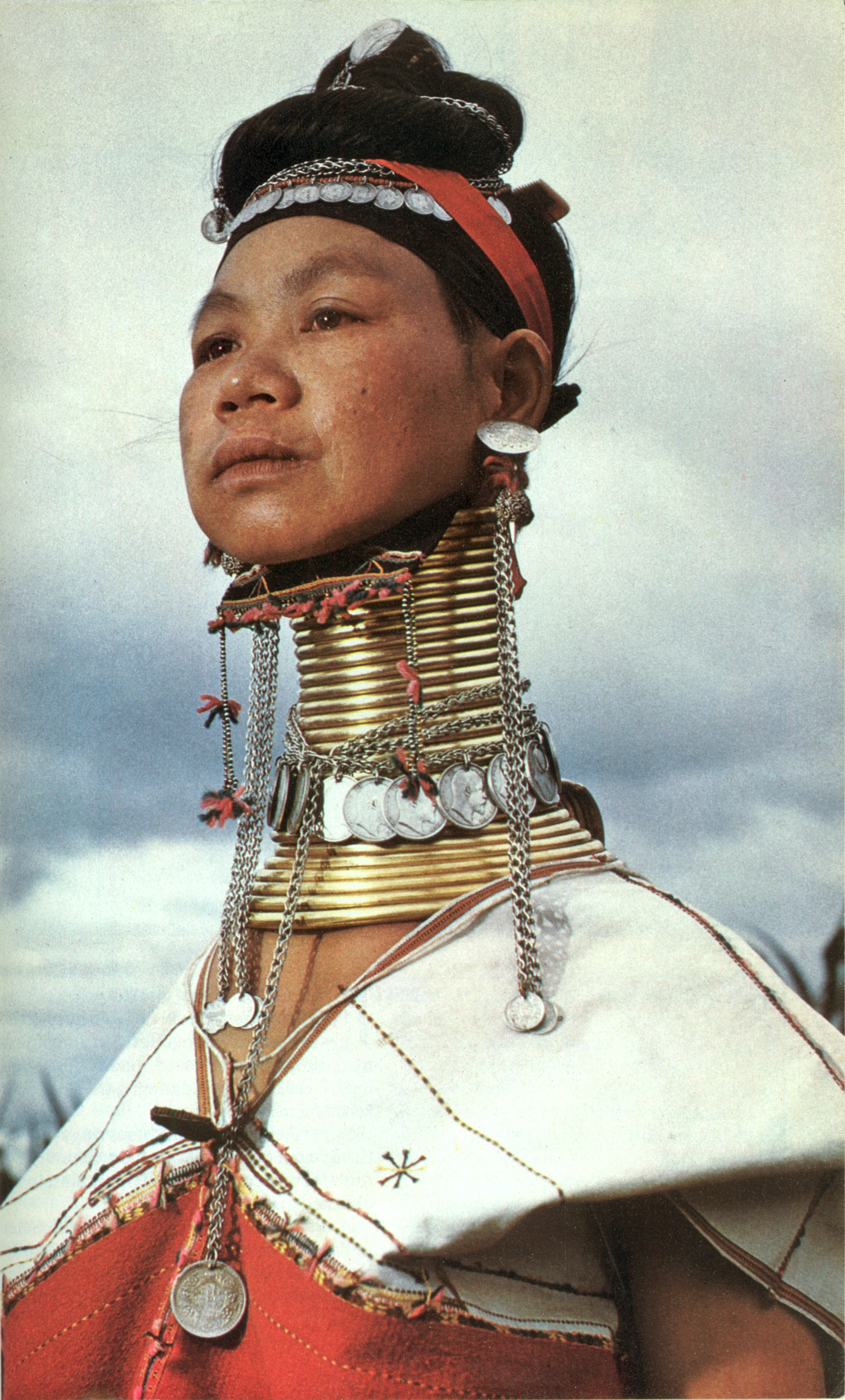 A Kayan Lahwi tribe woman wearing neck rings. Photo source:  National Geographic .
