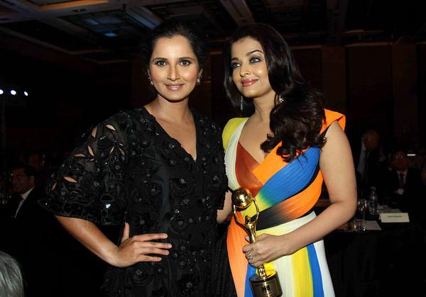 Tennis player Sania Mirza and actress Aishwarya Rai at Bollywood NRI of the Year Awards 2016 in Mumbai. Photo source:AFP.