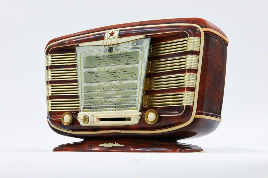 Zvezda , a luxurious radio dated, 1954.
