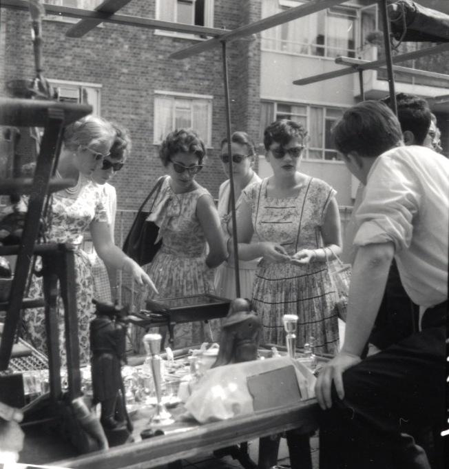 Portobello Road M  arket, 1955  .Photo source: T  he R  oyal   Borough of K  ensington and C  helsea (RBKC) L  ibrary.