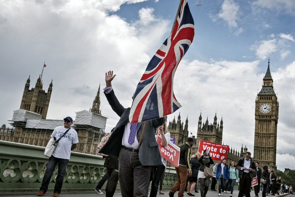 Demonstrators called on Britons to vote to leave the European Union. Photo by Adam Ferguson for  The New York Times .