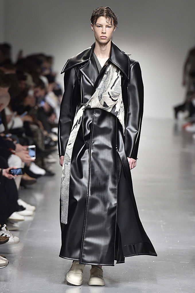 A look from   Ximon Lee  's AW17 collection.