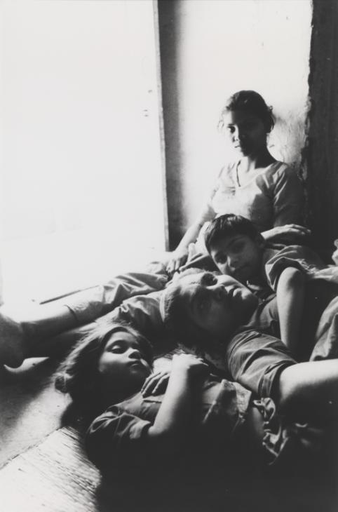 Shanti with children, Dakshinpuri, Delhi ,1989 by Sheba Chhachhi.