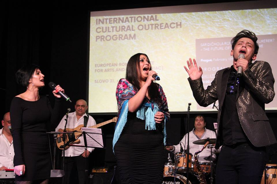 "Concert of the Milan Kroka and Live Band featuring Pavlina Mtaiova, Marta Balazova and Jan Bendig, during ERIAC International Cultural Outreach Program event in Prague ""Sar dičhola romaňi kultura dureder"" – The Future of Romani Culture"". Divadlo Korunni, February 13th 2018. © Nihad Nino Pušija/ ERIAC."