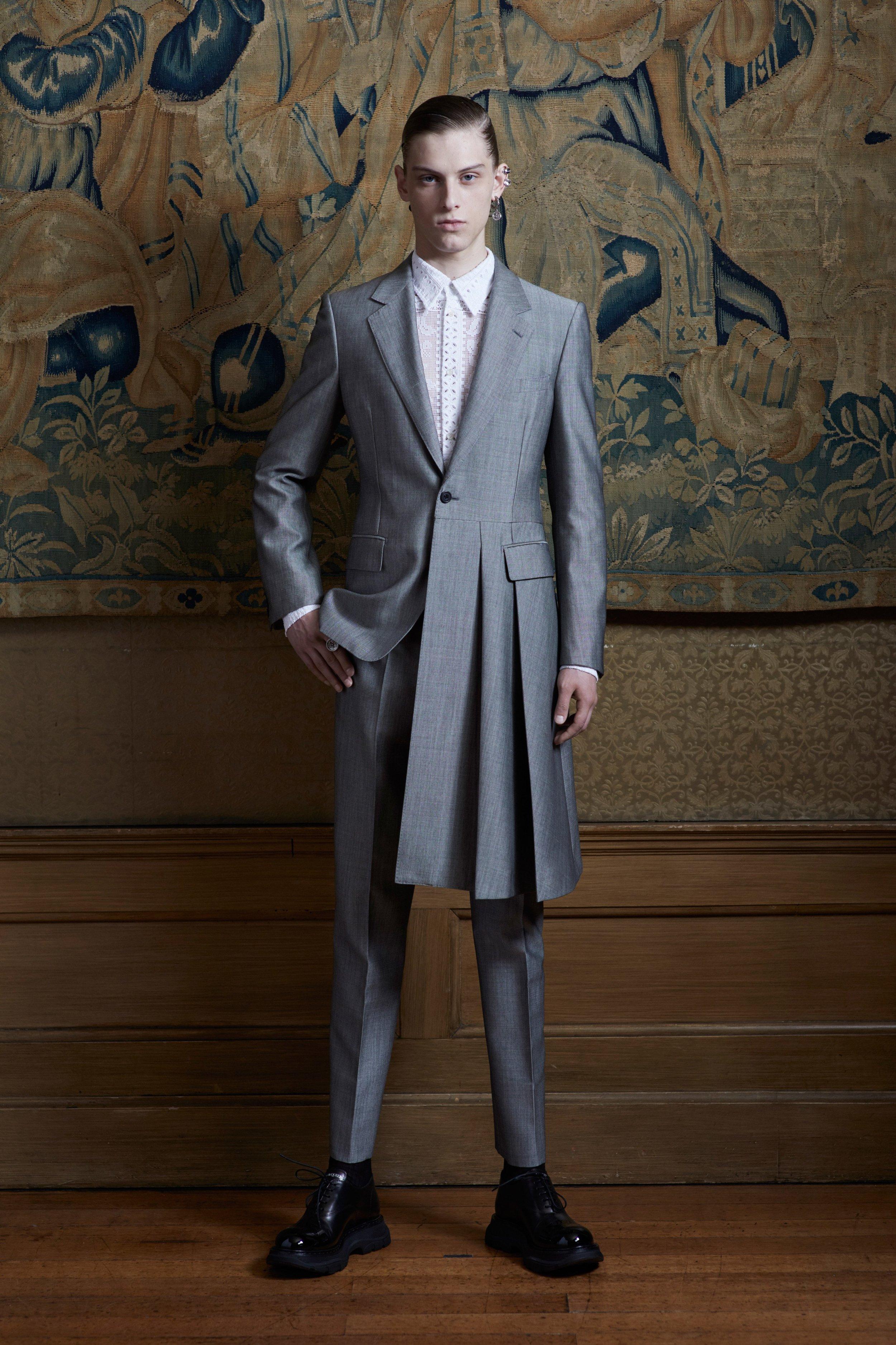 00003-alexander-mcqueen-menswear-spring-20-credit-Ethan-James-Green.jpg