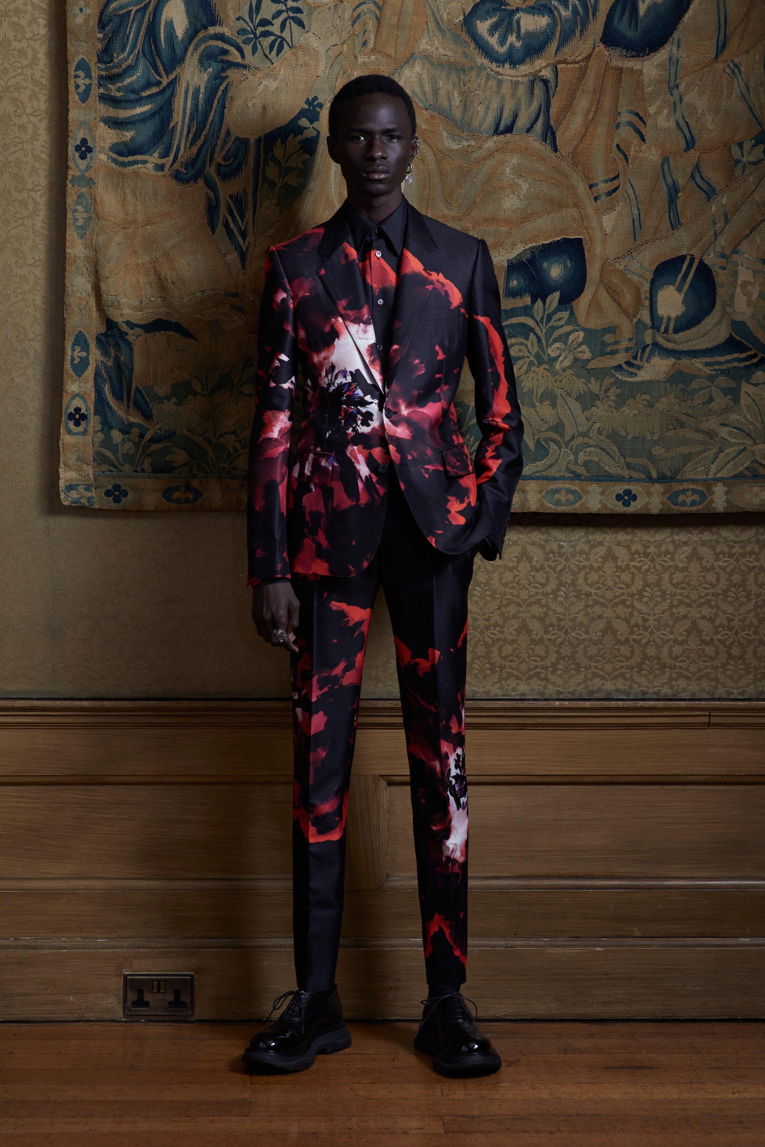 00006-alexander-mcqueen-menswear-spring-20-credit-Ethan-James-Green.jpg