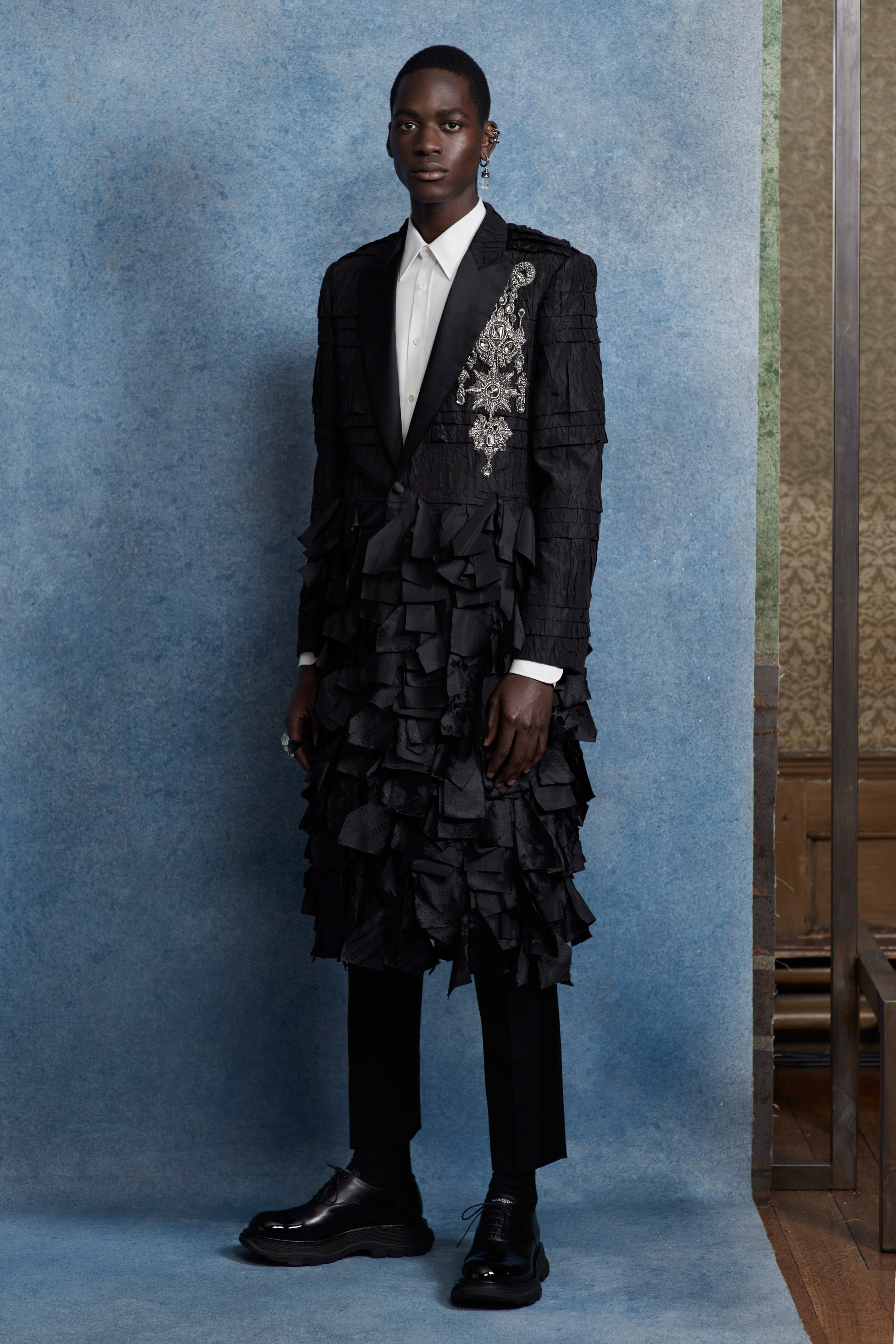00008-alexander-mcqueen-menswear-spring-20-credit-Ethan-James-Green.jpg