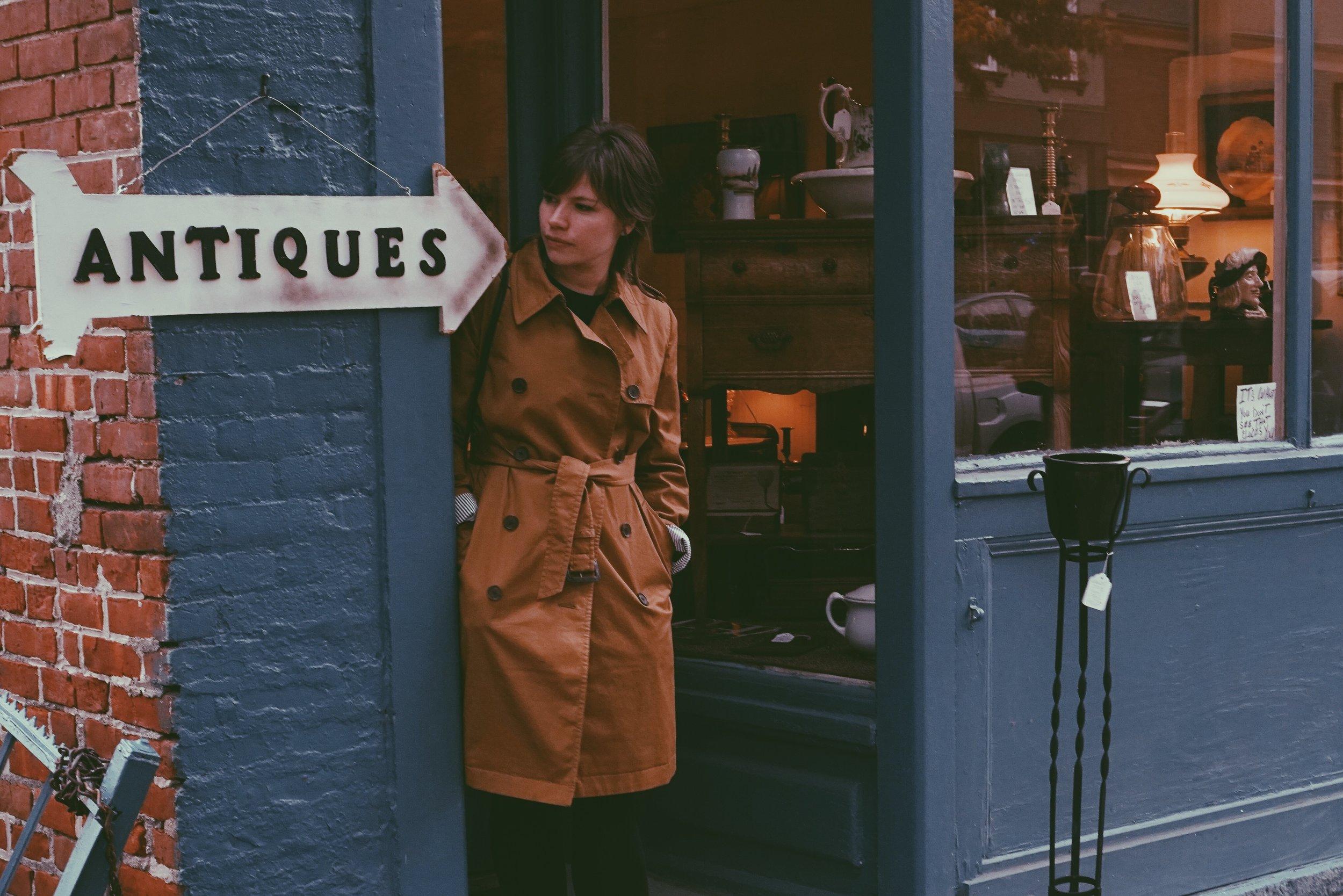 deidre-and-the-dark-antiques-shop-vintage-shopping