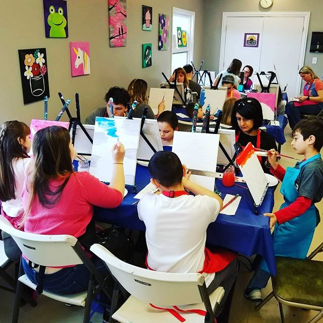FAMILY FRIENDLY OPEN STUDIO this Saturday at 6:30pm! Ticket link in bio #unplug #familyfun #paintingstudio #artlife #artlifelombard