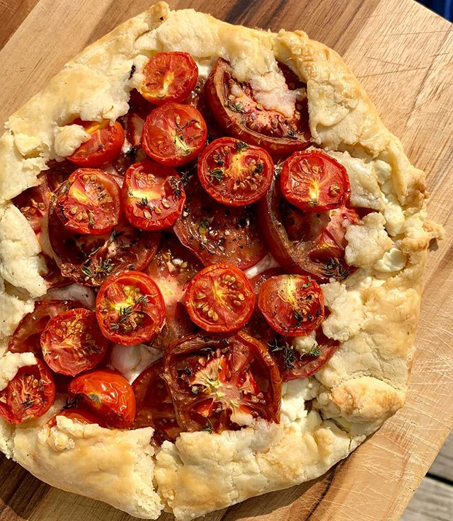 Good morning! We kicked off today with a tomato, shallot, and goat cheese galette. 🍅
