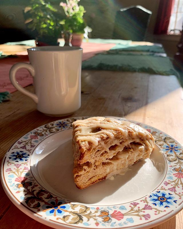 OK, now that the last big hurrah of summer has passed, time to make your plans for fall. Just saying, you could be here, cozying up with a cardamom-orange scone, watching the changing leaves out the windows... Sounds good, right? Call to discuss dates, rates, and availability. 🍂