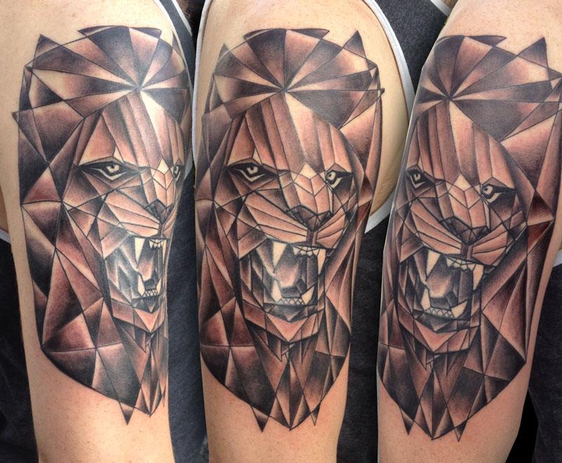 paul_deters_lion_blackandgrey_tattoo_losangeles.jpg