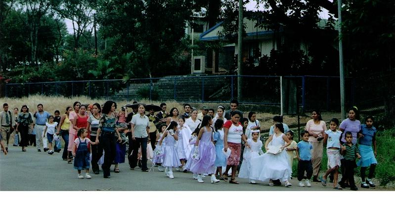 117-1st Communion Goes Thru Town 12-9-05.jpg