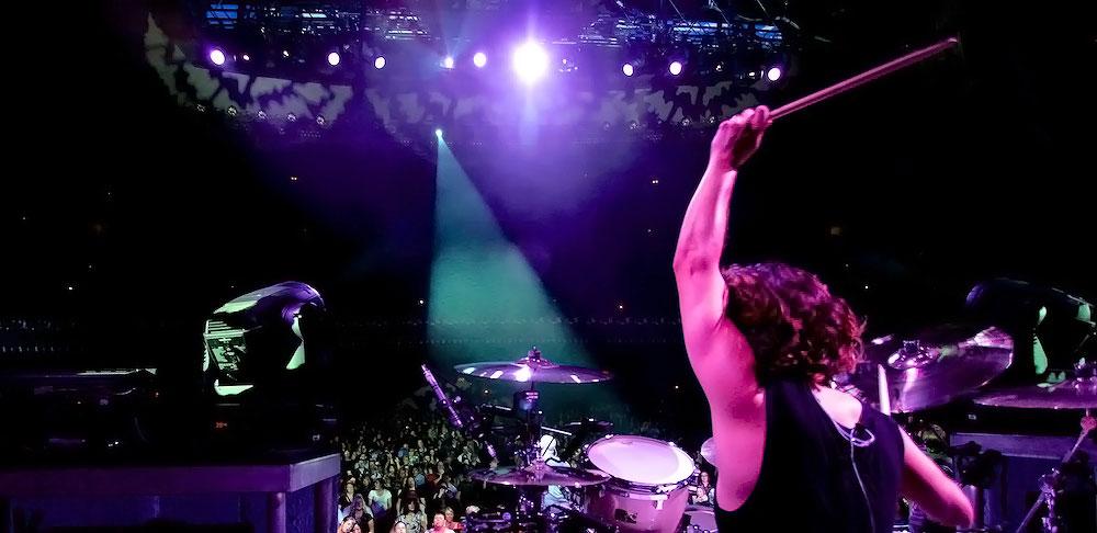 Robin-Diaz-on-stage.jpg