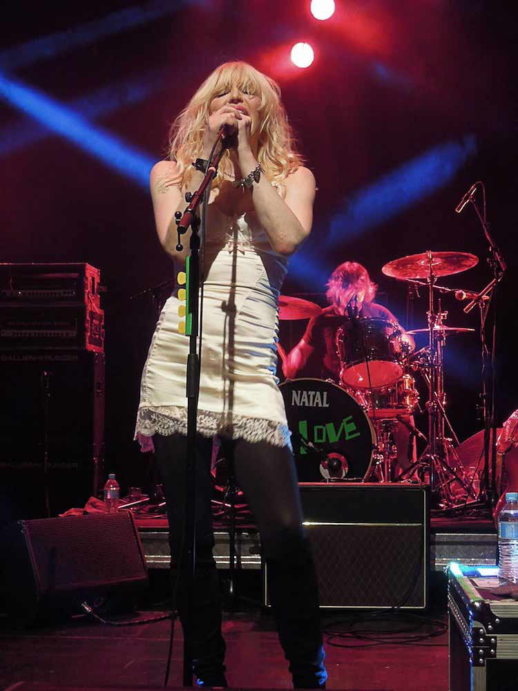 Courtney-Love-Robin-Diaz.jpg